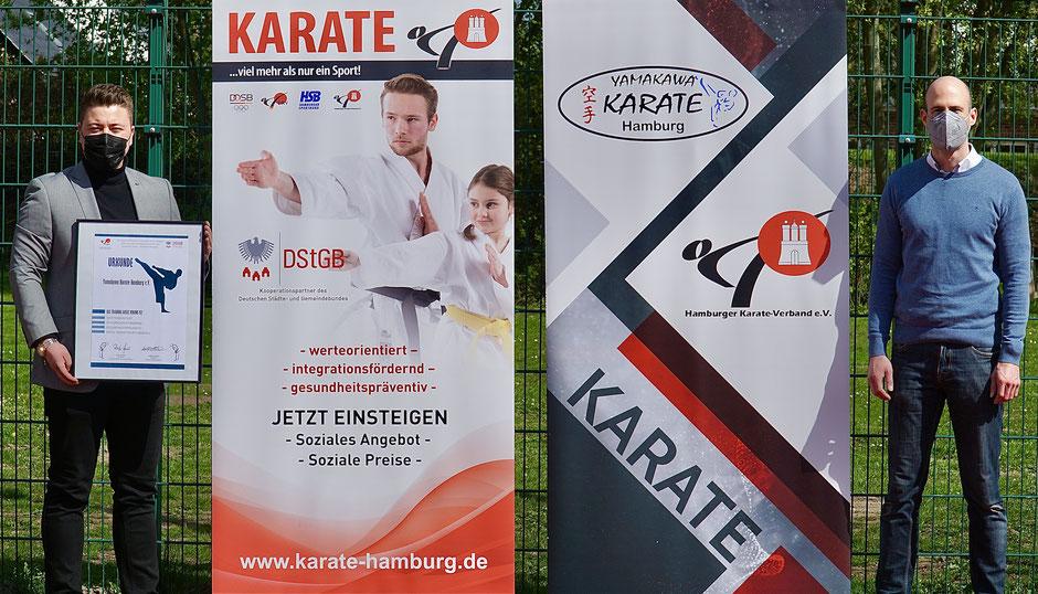 Links: Florian Podack Vorstandsvorsitzender des Yamakawa Karate Hamburg, Rechts: HKV-Vizepräsident Dr. Torben Schröter