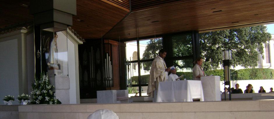 Fatima Erscheinungskapelle Capelinha Maria deutsche Pilgermesse Gottesdienst Heilige Messe Pfarrer Aberle
