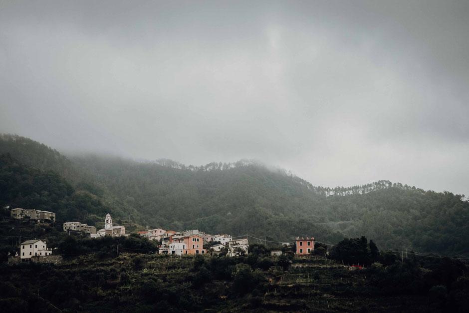 ligurien im nebel - fotokunst von florian paulus