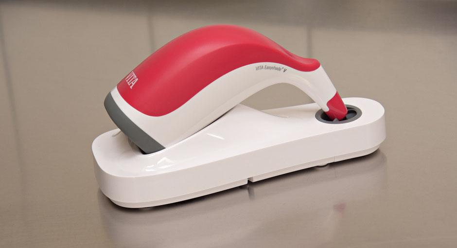 Zahntechnik Wieck: Digitale Zahnfarbbestimmung mit dem »Easyshade® V« von VITA
