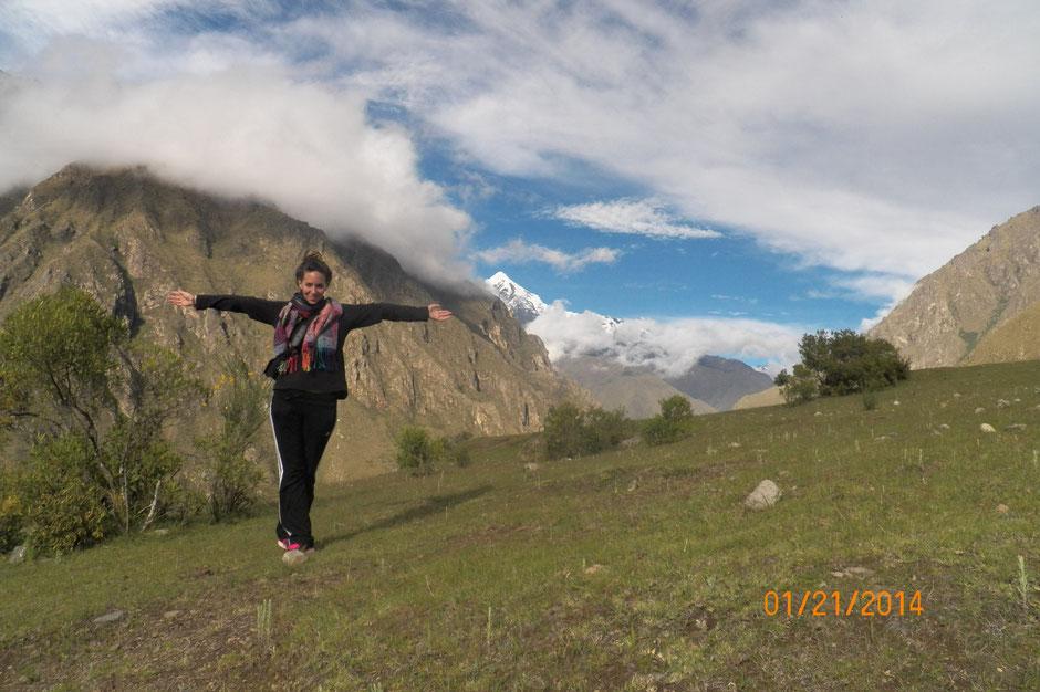 el Nevado La Victoria domina las cumbres en el paisaje