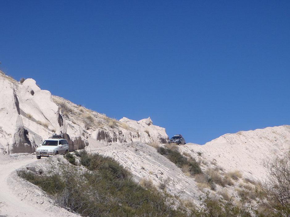 Desviados del río trepamos una montaña de arenisca.