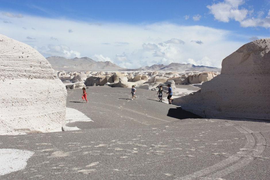 El suelo mezcla de pómez y arena volcánica