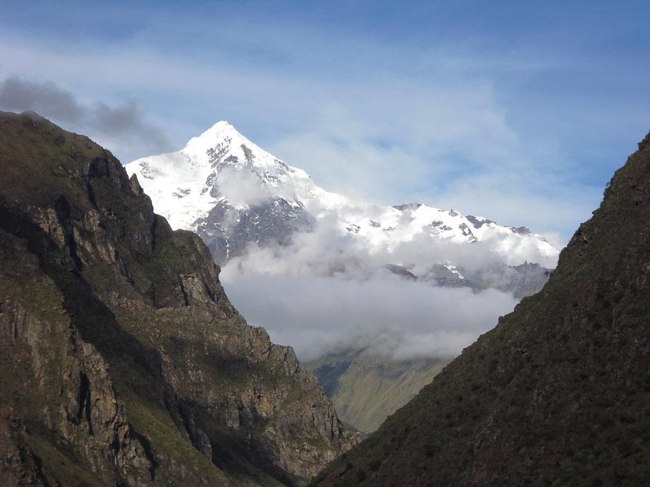 Hermosa vista del Nevado La Victoria