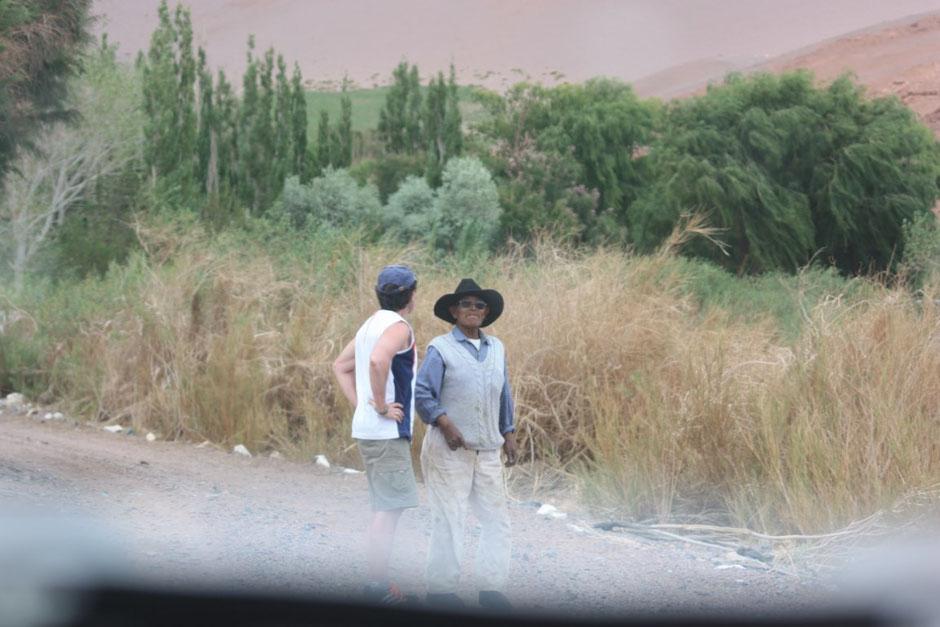 Pablo conversa con Antonio.