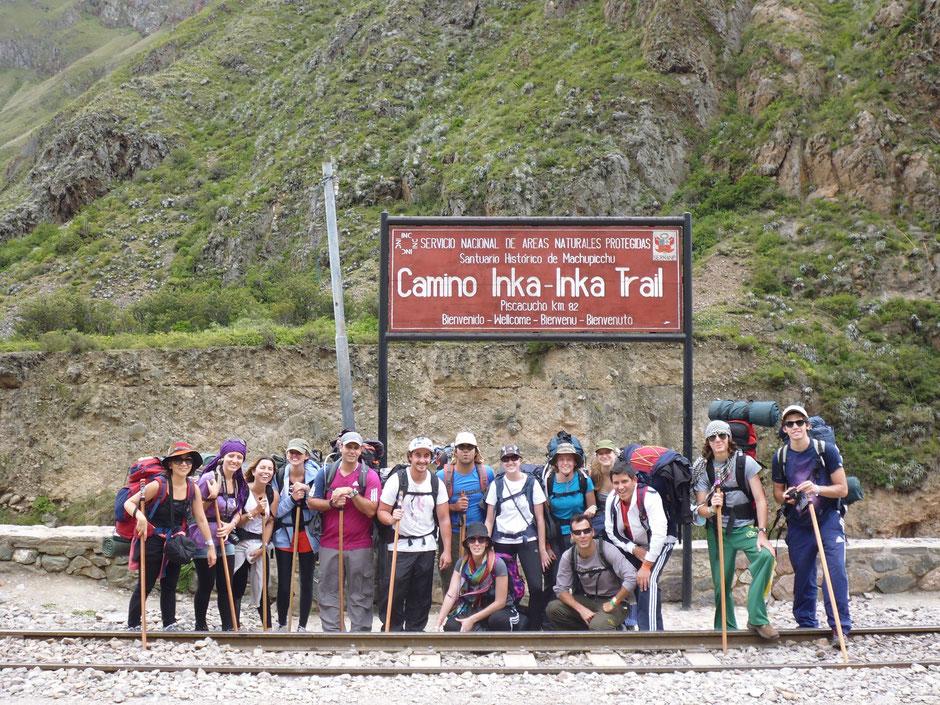 16 personas entusiasmadas por empezar el camino del inca. Argentinos en su totalidad.