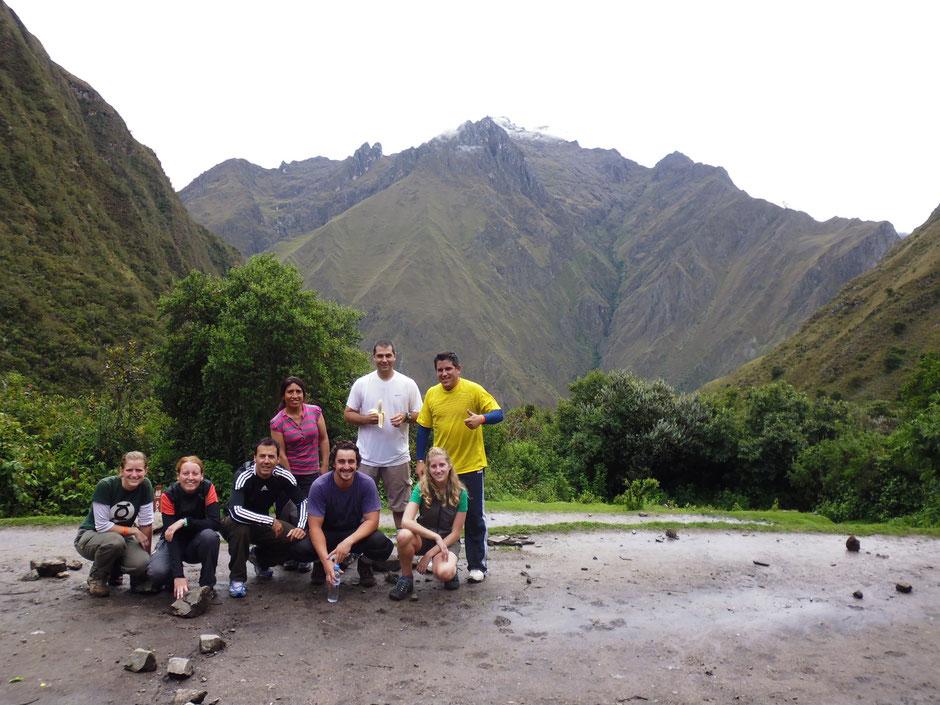 Victoria, Natalia, Franco, Matias, Noelia, Javier, Juan Pablo y Margot, nuestra guia.