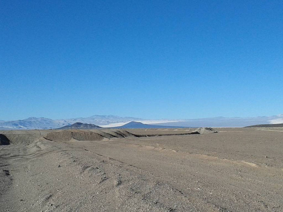 Saliendo de la r43, al fondo nuestro 1º objetivo, el volcán Carachi.