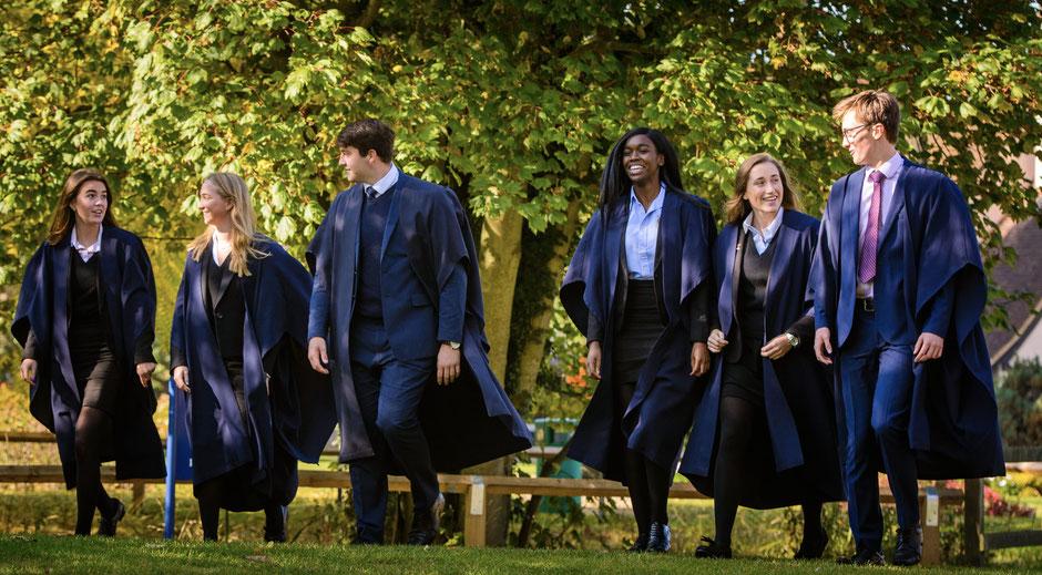 étudiants bacheliers dans un college anglais, graduation