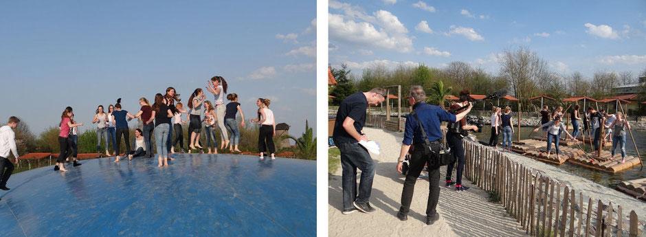 linkes Bild: Auf der Hüpfburg im Irrland; rechtes Bild: Floße im Irrland