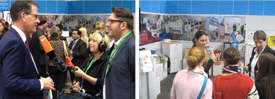 Bundesentwicklungsminister Dr. Gerd Müller (linkes Bild links) ließ sich das Projektergebnis der Kevelaerer Gymnasiasten erläutern ebenso wie Bundesumweltministerin Dr. Barbara Hendricks (rechtes Bild rechts).