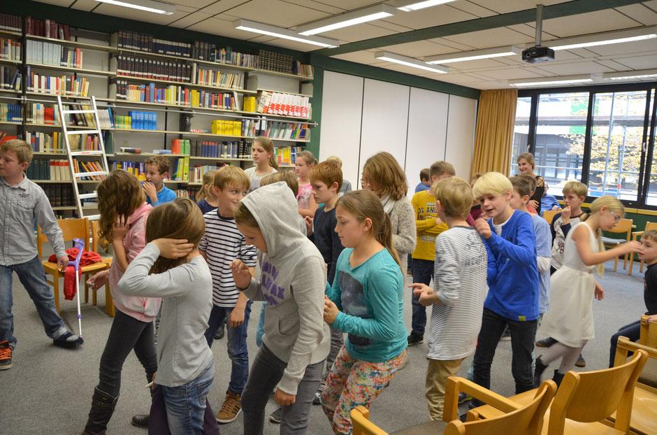 Schüler beim Spielen auf Französisch