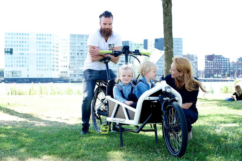 Riese und müller load mit zwei kindern #velo am ostbahnhof #münchen haidhausen