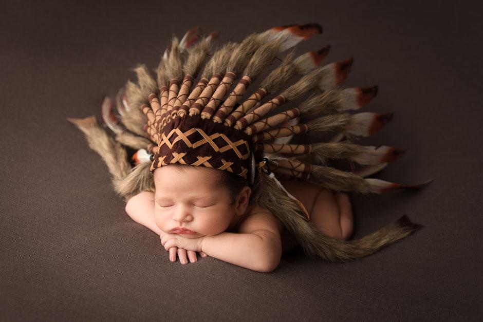 Petit indien séance photo naissance Sainte-Maxime, Toulon, Fréjus, Cannes