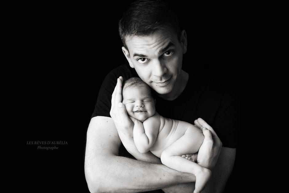 Photographe bébé naissance Var, photo de papa et bébé, photographe bébé St Tropez