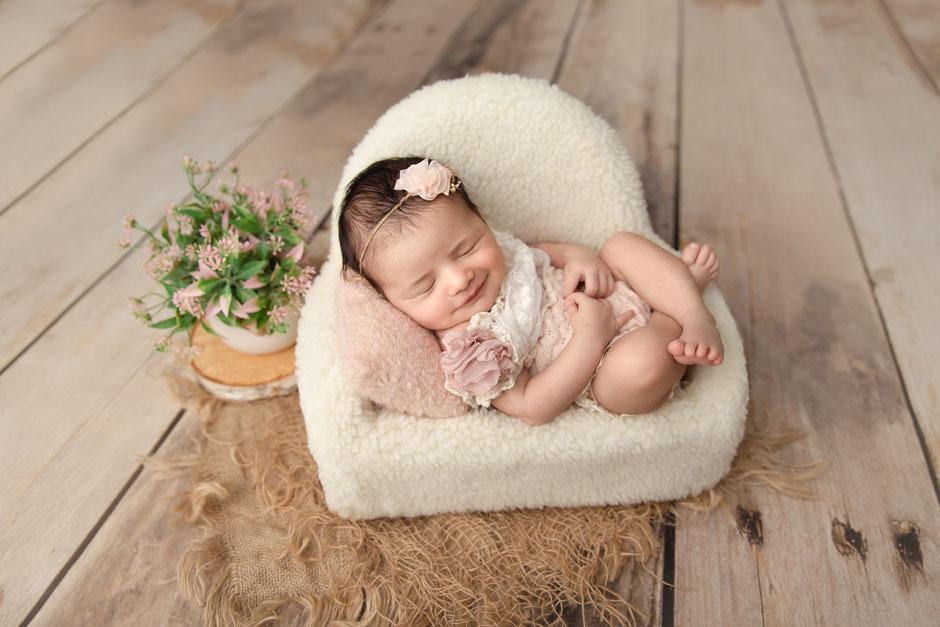 Photographe à Fréjus spécialisée dans les photos de bébé, de nouveau-né et de femmes enceintes