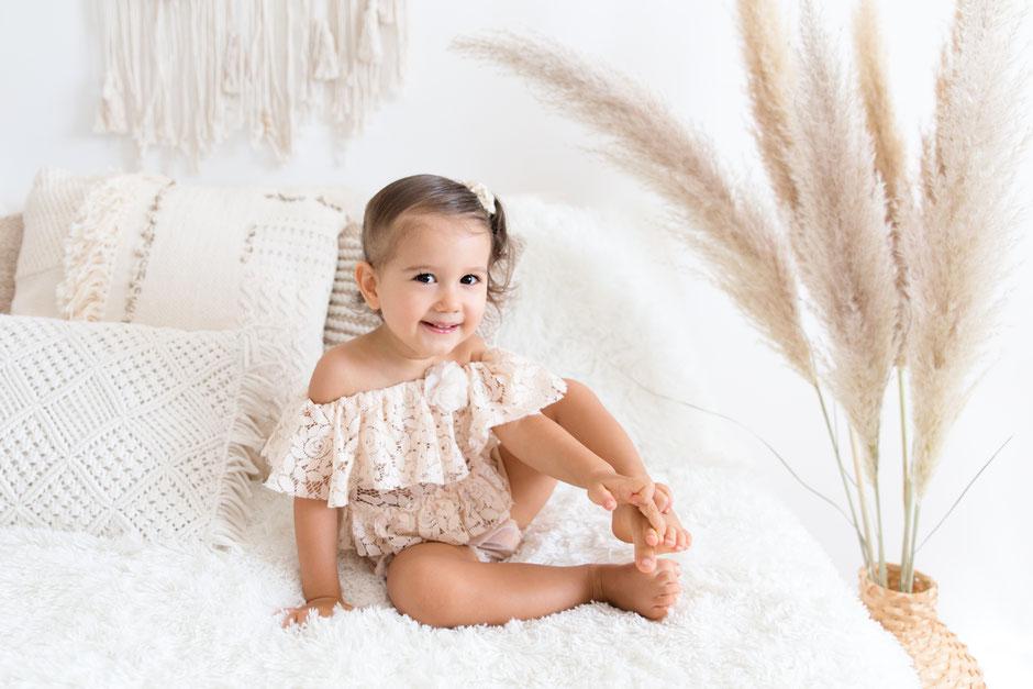 photographe bébé enfant dans le Golfe de St-Tropez à Sainte-Maxime, Cogolin, Fréjus, Toulon, Cannes, Monaco, Var, décoration style bohème