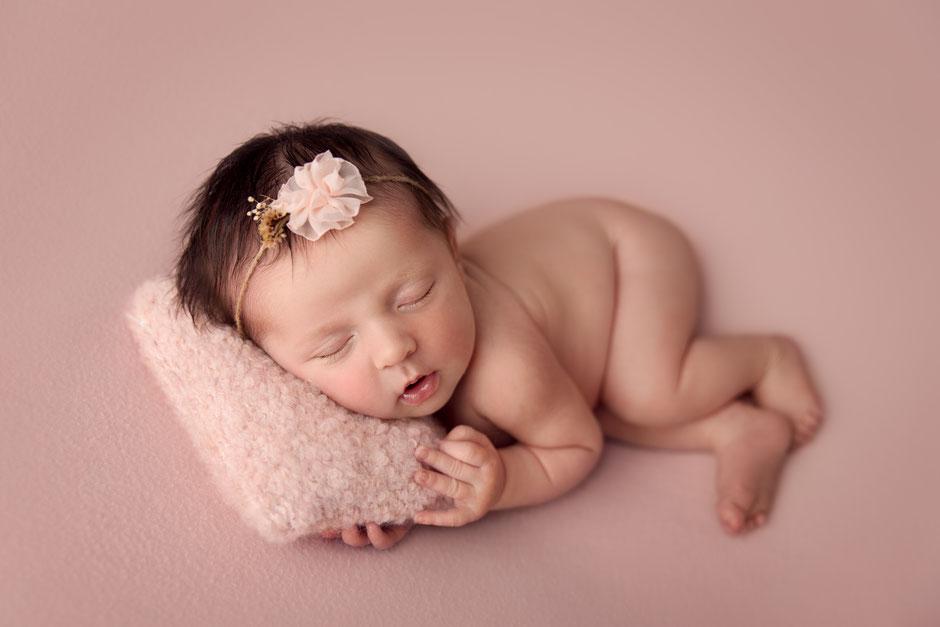 photo naissance nouveau-né photographe Toulon Hyères Fréjus