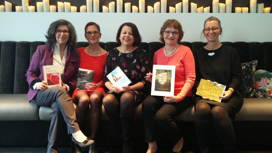 Verlegerin Frauke Ahlers mit ihren Autorinnen (v.li.): Dr. Rhena Butros, Frauke Ahlers, Bettina Fornoff, Dr. Gabriele Götz-Keil, Dagmar Reichardt, Foto: Beatrix van Ooyen