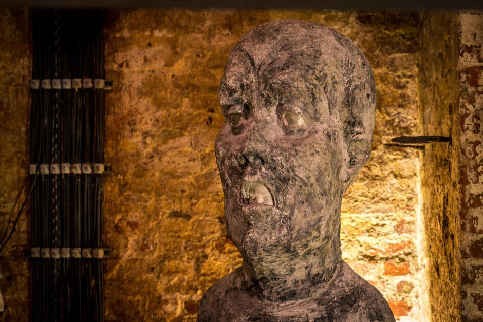 Doppelkopf: Graf Ugolino, der als Strafe für den Verrat an seiner Stadt gemeinsam mit seinen Kindern im Hungerturm eingemauert wurde