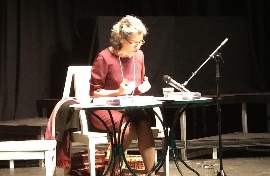 Dr. Jasmin Behrouzi-Rühl in Aktion am 21.02.2018 im Sprudelhof, Badehaus 2 zu mit Elena Ferrantes Werken