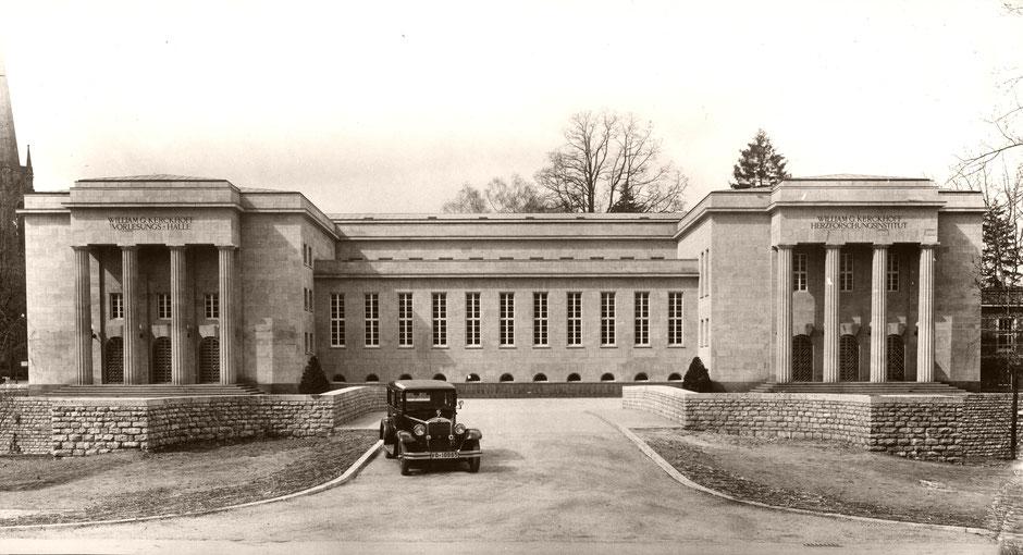 "W.G. Kerckhoff-Institut mit Mercedes ""Stuttgart"", Foto: W.G. Kerckhoff-Stiftung"
