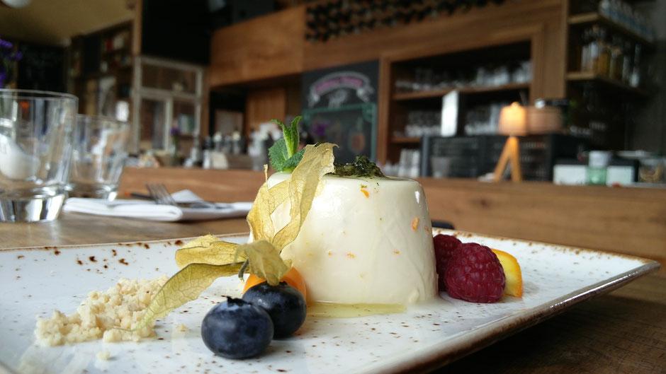 Ernst-Ludwig-Dessert: Pannacotta an hauseigenem Minzpesto.