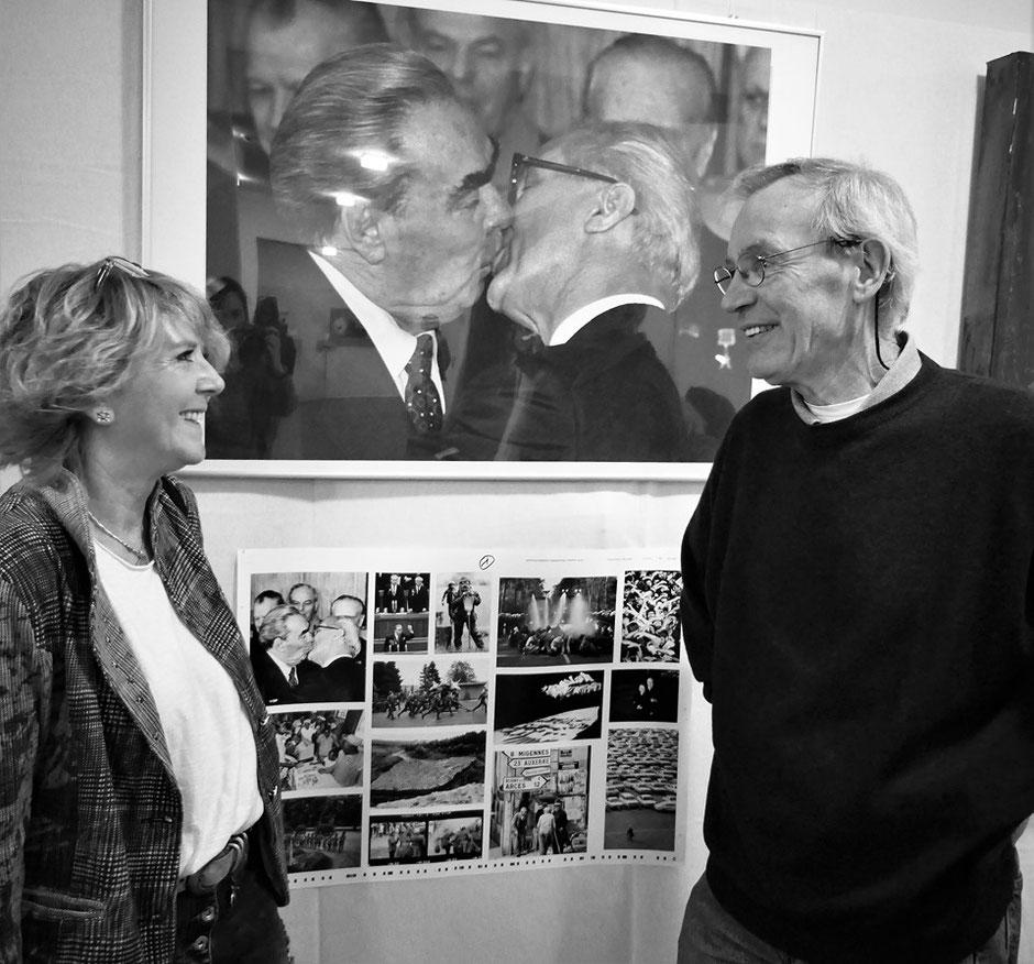 Ivonne Edelbauer-Ebersbach mit Fotograf Régis Bossu, Ernst-Ludwig-Buchmesse Bad Nauheim im April 2019