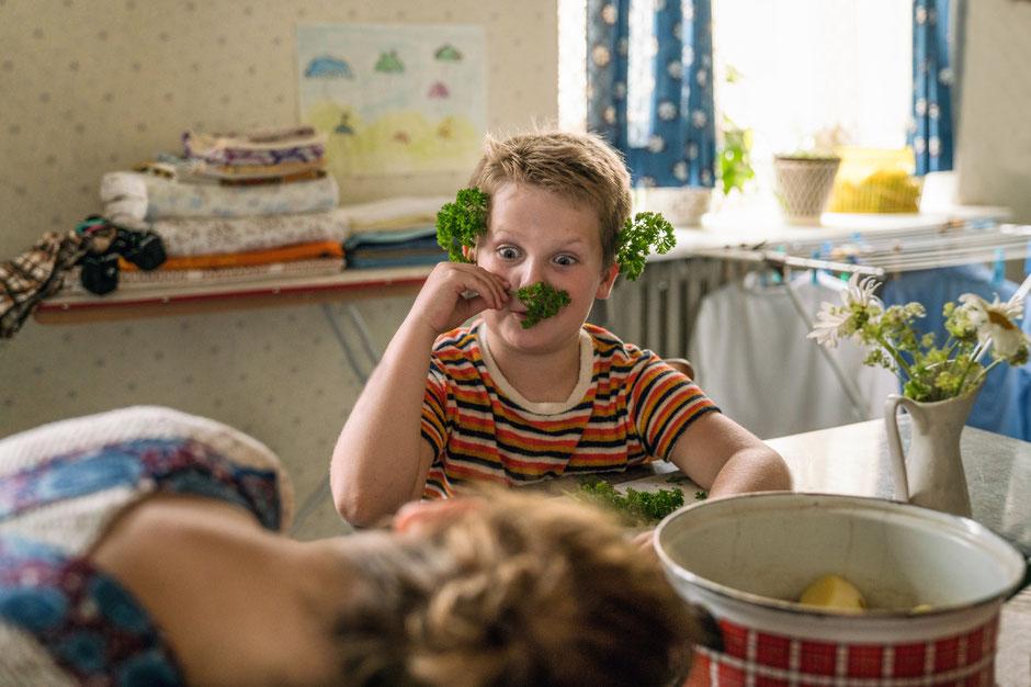 DER JUNGE MUSS AN DIE FRISCHE LUFT - Foto: Warner Bros. Pictures