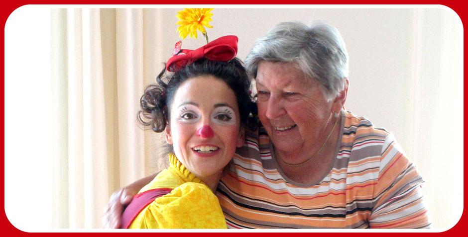 Angelina Haug ist ausgebildete Theatermacherin, professionelle therapeutsiche Clownin und Psychologin für sinnzentrierte Psychologie nach Viktor Frankl, der Logotherapie 2jpg