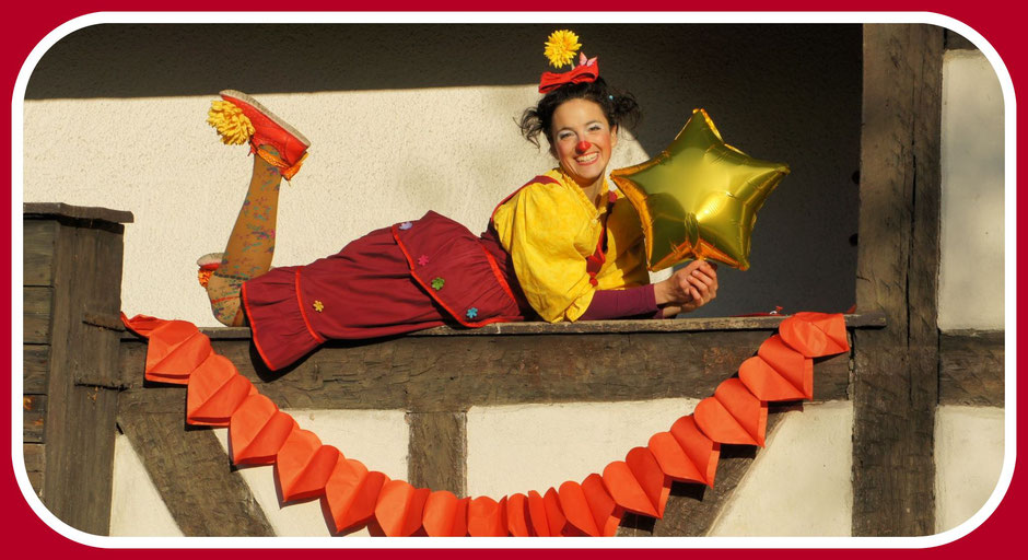 Die Klinikclownin Angelina Haug bietet Clownsvisiten für Menschen in Pflegeeinrichtungen an um ihnen Momente voller Glück zu schenken.
