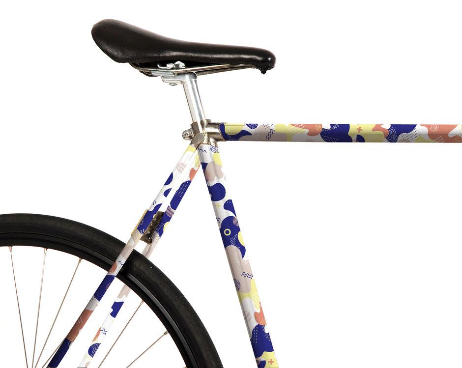 Folie, Fahrrad, bike, Memphis Style, Gruppe Memphis, Ettore Sottsass, terra, sand, hellgelb. grafisch, 80er, blau