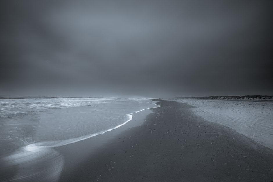 A grey day - Noordzeestrand Terschelling © Jurjen Veerman