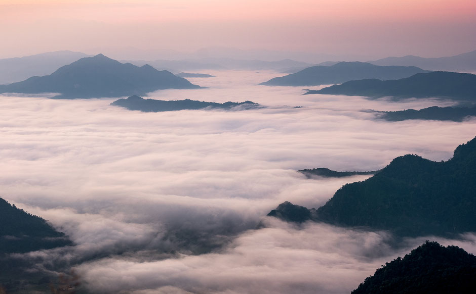Sunrise Phu Chi Fa - Thailand © Jurjen Veerman