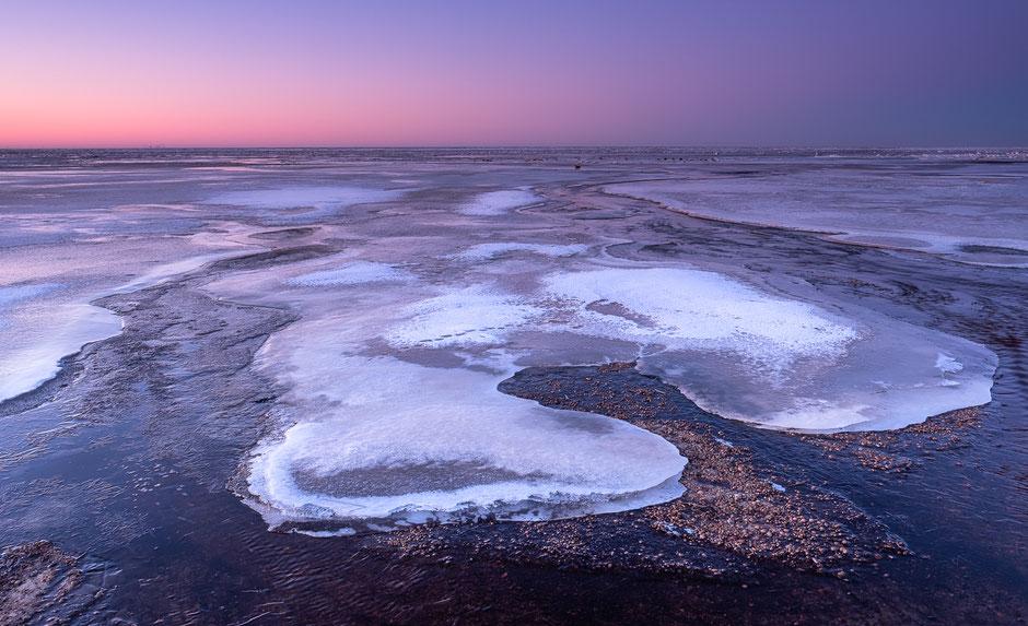 Kwartier voor zonsopkomst aan de waddenkust op Terschelling