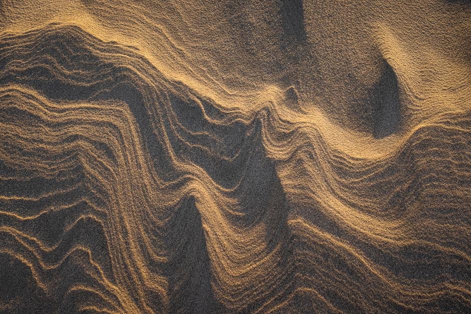 Zandstructuren in het avondlicht Noordzeestrand Terschelling