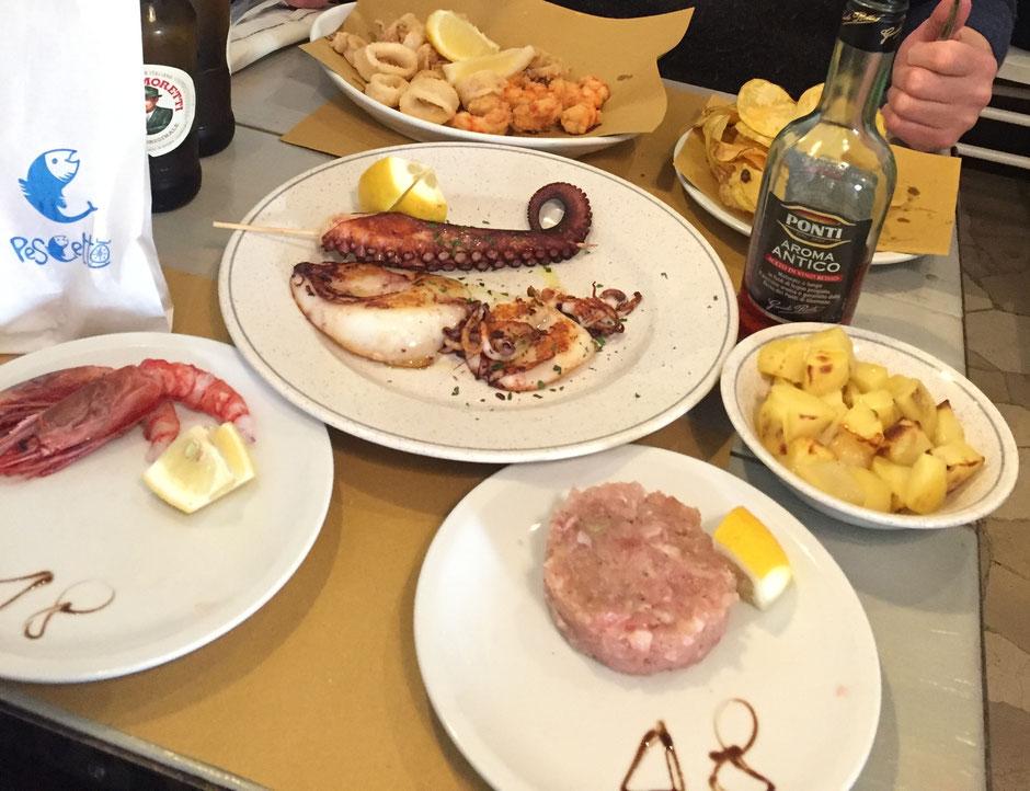 PESCETTOで注文した料理 イカ、タコ、エビなど 刺身とフリッター