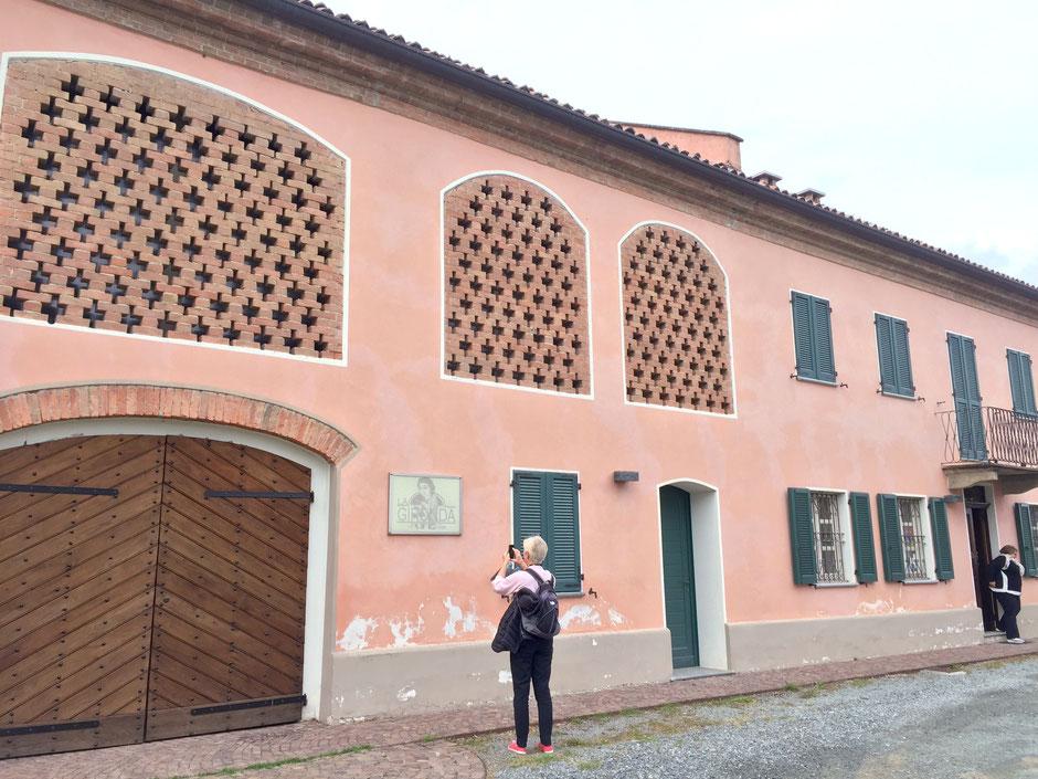 イタリア ニッツァ モンフェラート(  Nizza Monferrato)La Gironda の入り口