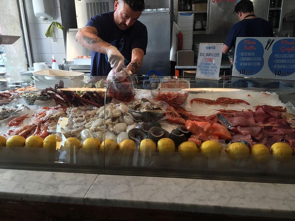 ミラノの魚屋さんのようなレストラン PESCETTO