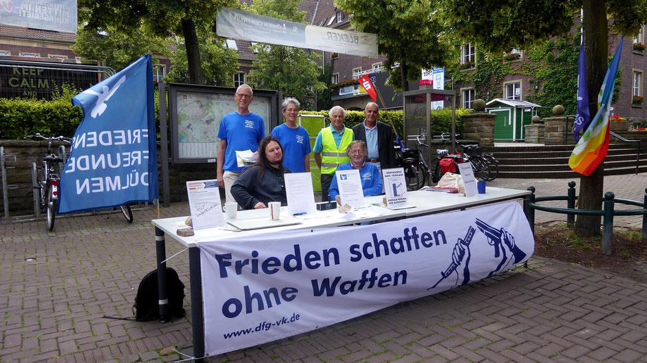 Infostand der Friedensfreunde in Dülmen am 16. Juni 2018