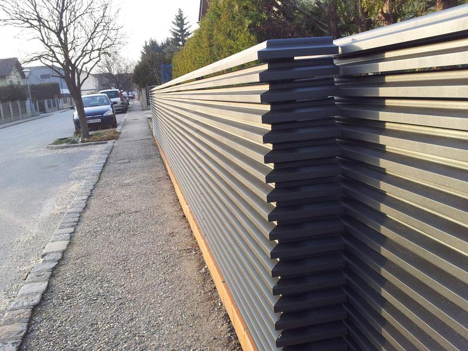 Aluminium Lamellenzaun Mit Steherloser Frontansicht In Anthrazit