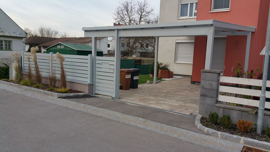 carport optimo ma fertigung mit zaun aus querprofil terrassendach lamellendach sichtbeton. Black Bedroom Furniture Sets. Home Design Ideas