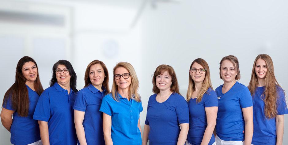 Das Team der Zahnmedizinischen Fachangestellten im Zahnzentrum Fiedler dem Spezialisten für Zahnheilkunde und Mund- Kiefer- und Gesichtschirurgie in Kenzingen