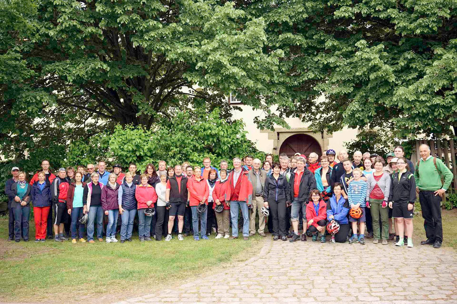 Die Teilnehmer vor dem Start vorm Windelsbacher Schloß