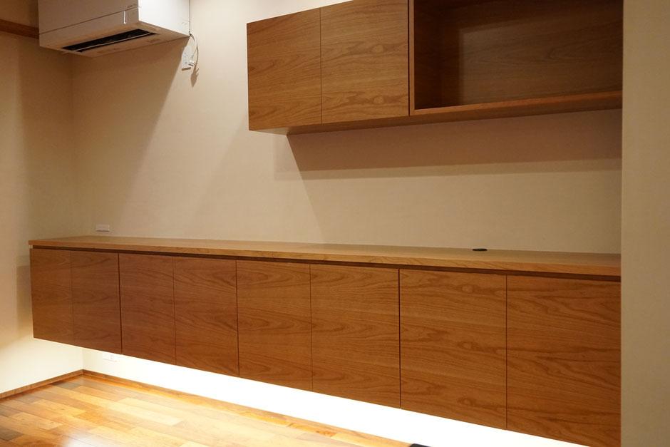 リビング収納 カウンター収納 飾棚 吊棚 神棚 オーダー家具 木の家具 タモ