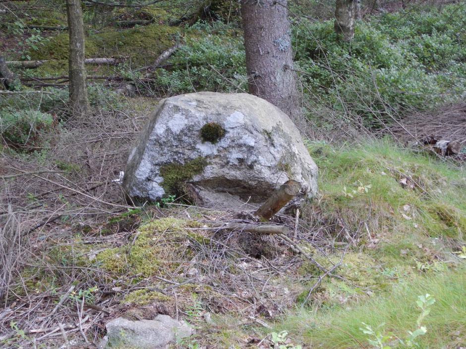 Felsen mit Kippe im Mund- wer hat das auch gesehen ?