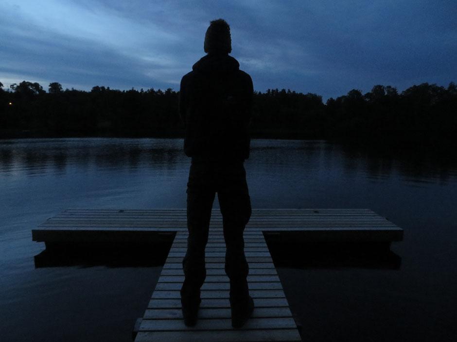 Abendstimmung am Grundsjön. Nach dem Baden und Kochen einfach mal die Ruhe genießen