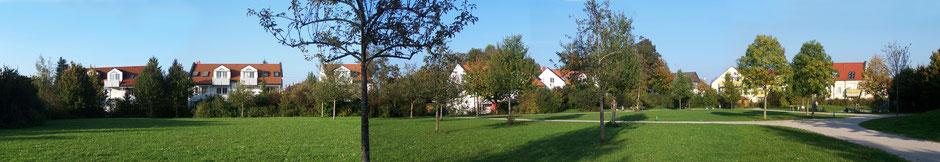 Park mit Spielplatz am Krempelhuberplatz in der Lerchenau