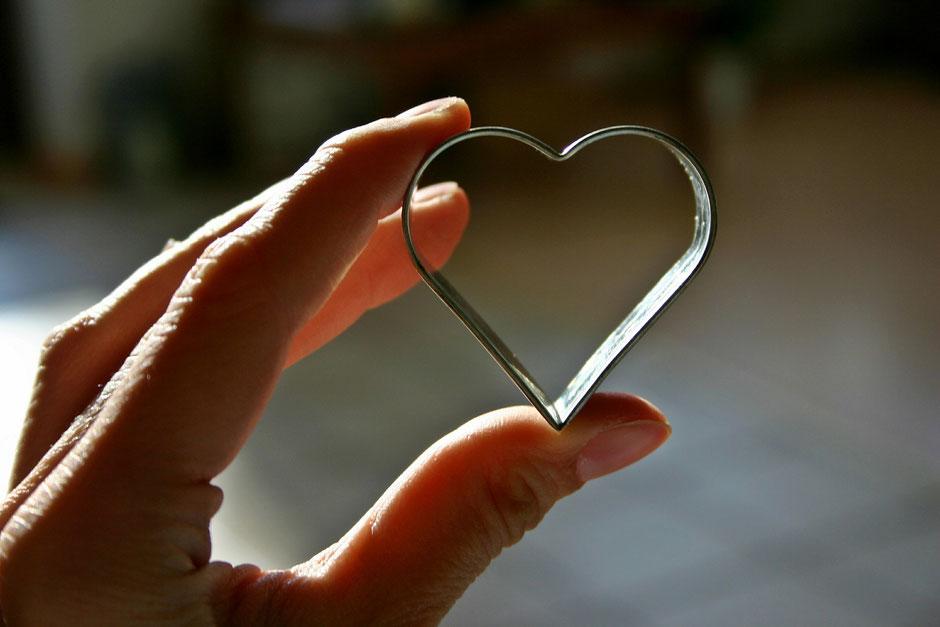 Dankbarkeit kultivieren durch Dankbarkeitsmeditation. Vinyasa Yoga, Power Yoga Kurs, Yoga für Senioren, Yoga Ausbildungen, Yogalehrer Ausbildung. Kinderyoga. Yogalehrer Ausbildung (Yoga Teacher Training)