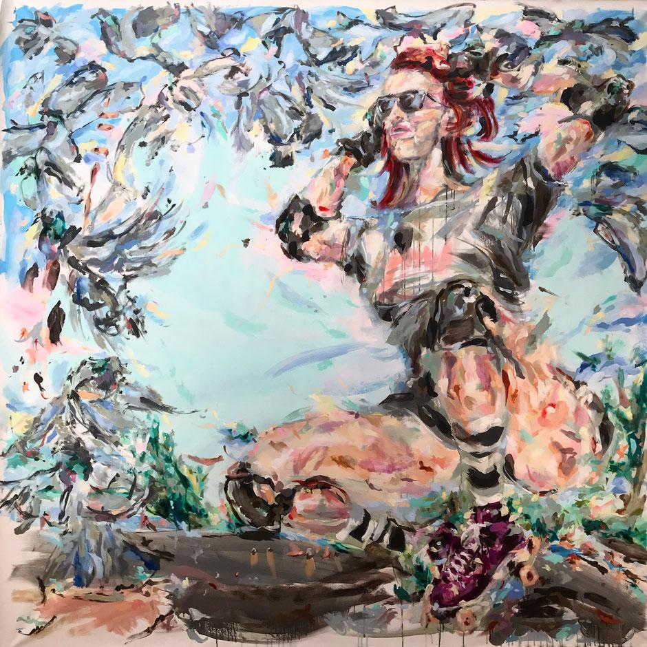 Ölgemälde zeigt knieende Frau mit Rollschuhen vor blauem Hintergrund, umrahmt von abstrakt dargestellten Tauben
